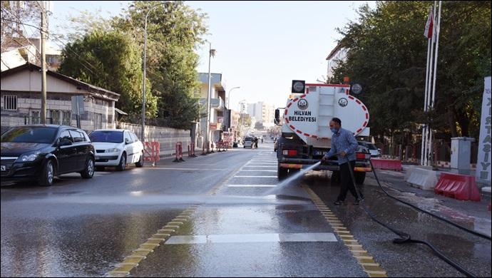 Hilvan'da cadde ve sokaklar gece gündüz yıkandı