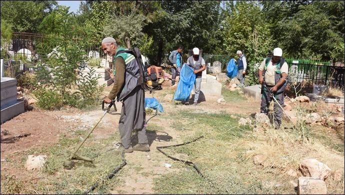 Hilvan'da mezarlıklar Bayram ziyaretlerine hazırlanıyor