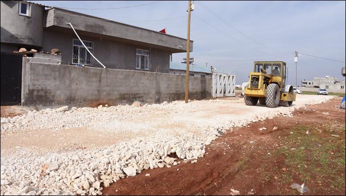 Hilvan'da  stabilize yol çalışmaları devam ediyor.
