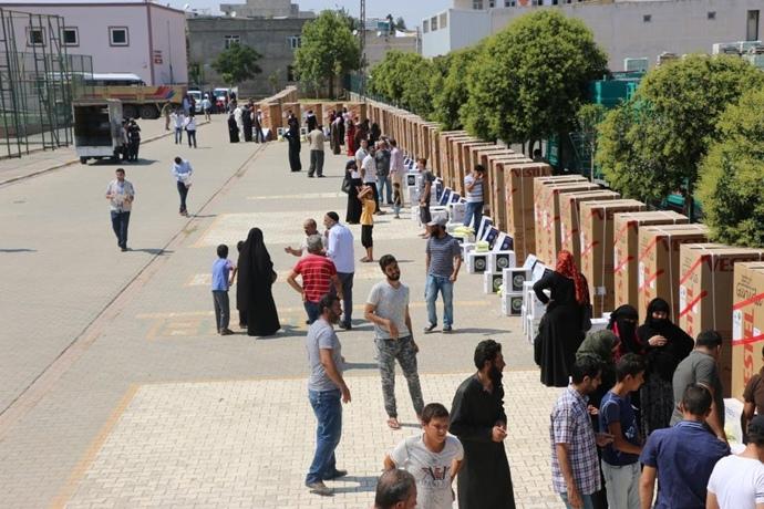 İHH Urfa'da 200 Muhacir Aileye Buzdolabı Yardımında Bulundu