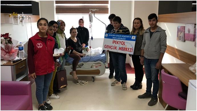 İpekyol Gençlik Merkezinden Hastalara Moral Ziyareti