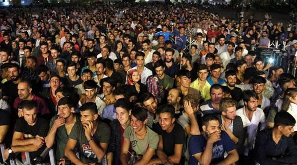 'İsot Festivali'nde sahne alan Kıraç,unutulmaz bir gece yaşattı.