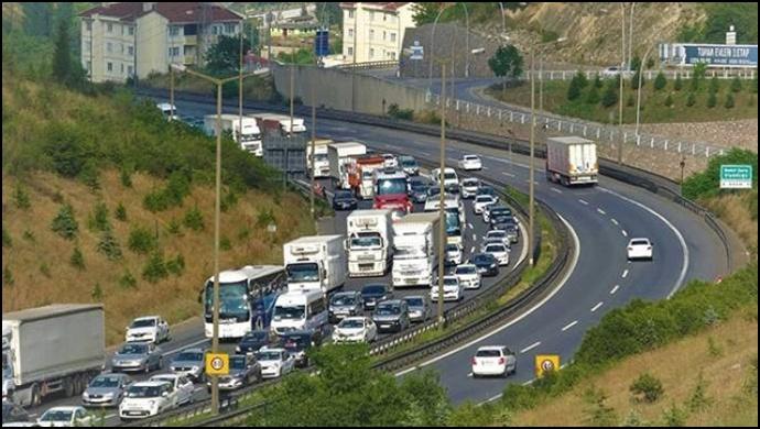 İstanbul'a dönüşlerde trafik yoğunluğu