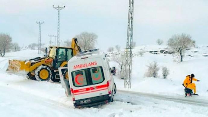 Kar yağışı etkisini sürdürüyor: 530 yerleşim yerinin yolu kapandı