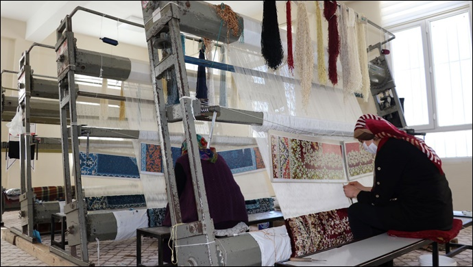 Karaköprü Kırsalında Kadınlar Halı Dokuyarak Üretim Yapıyor-(VİDEO)