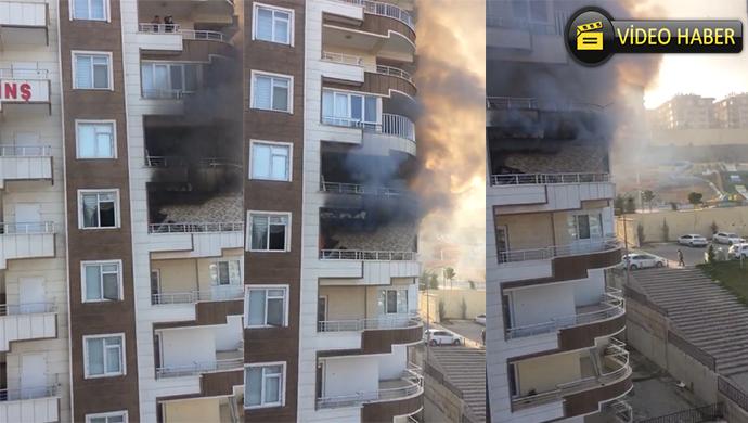 Karaköprü'de apartmanda yangın çıktı! İtfaiye müdahale ediyor (VİDEO)