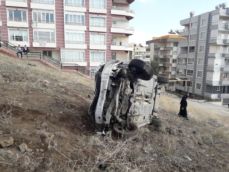 Karaköprü'de Otomobil Uçuruma Uçtu