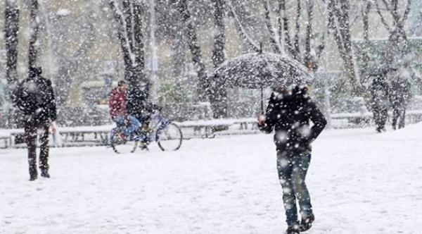 Kars ve ilçelerinde okullar 1 gün tatil edildi