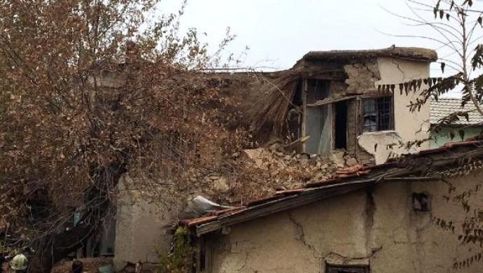 Konya'da çöken kerpiç evdeki 2'si çocuk 3 kişi can verdi