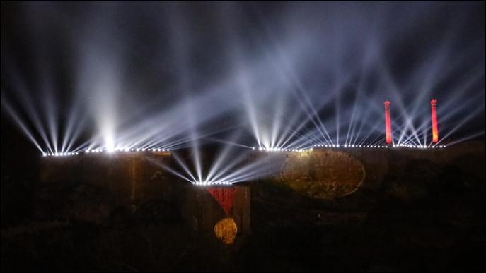 Kurtuluş Temalı Işık Ve Lazer Gösterisi Tarihi Urfa Kalesine Yansıtıldı-(VİDEO)