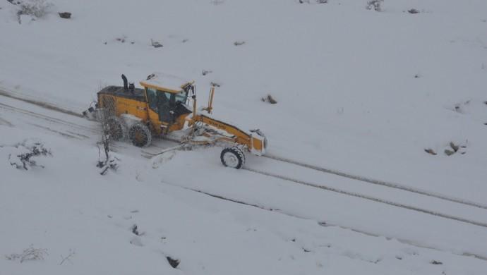 Mardin ve Şırnak'ta kar yaşamı olumsuz etkiliyor