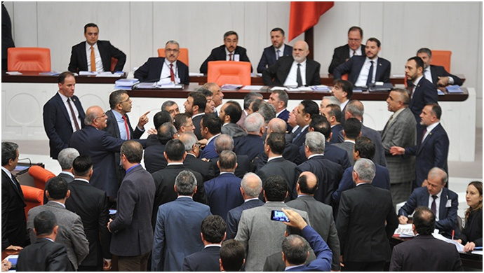 Meclis'te İYİ Parti ve AK Parti'liler arasında gerginlik