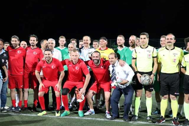 Milli Futbolcular Şanlıurfa'da gösteri maçına çıktı
