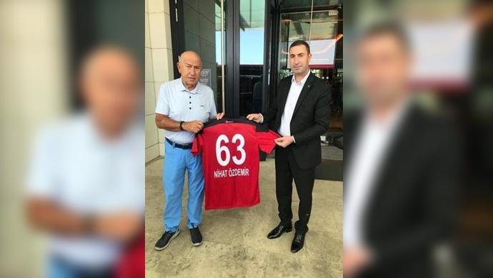 Mustafa Aslan'dan Nihat Özdemir'e ziyaret