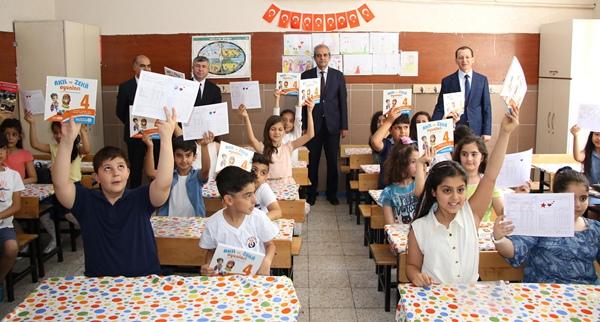 Öğrencilere Karne Hediyeleri, Başkan Demirkol'dan
