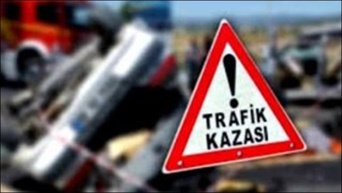 Otomobil kaldırıma çarptı: 1 kişi yaralandı