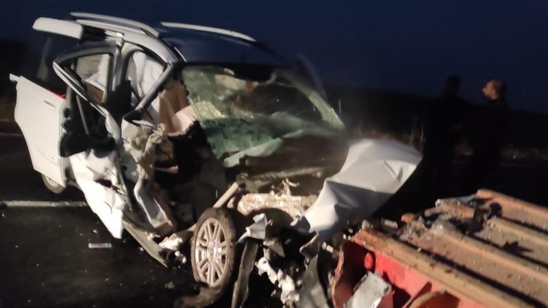 Otomobil tıra çarptı! 1 kişi yaralandı