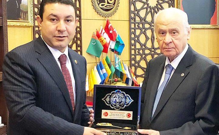 Özyavuz, Şehri Harran'ın Anahtarını Bahçeli'ye hediye etti