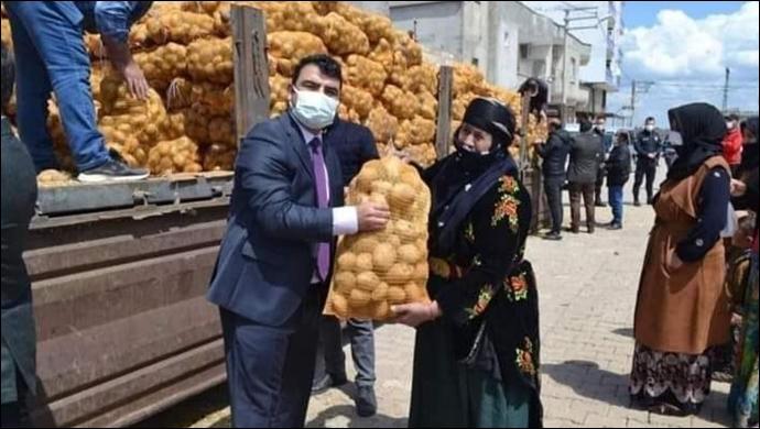 Patates dağıtımını şova çevirdiler! Şanlıurfa'da acınası kareler