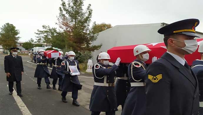 Patlamada ölen uzman çavuş ile oğlu törenle memleketlerine uğurlandı