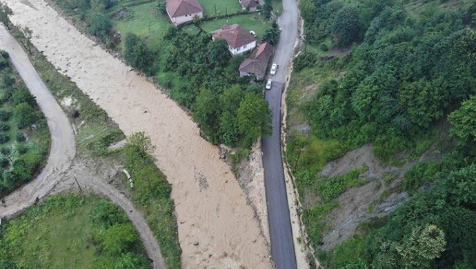 Sağanak yağış Düzce ve Sakarya'da sele neden oldu