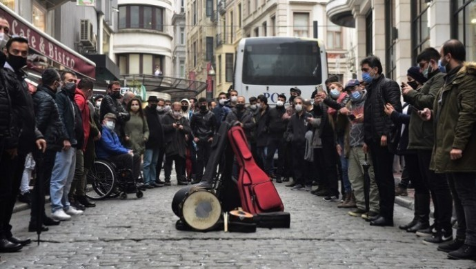 Sahneler sessiz, müzisyenler işsiz