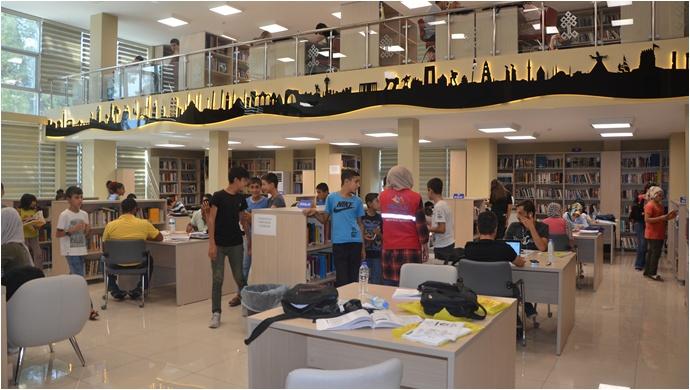 Şanlıurfa ipekyol gençlik merkezi Gençleri Urfa il halk kütüphanesinde