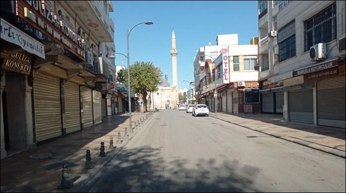 Şanlıurfa sokak ve caddelerinde kısıtlama sessizliği! Urfalılar yasağa uyuyor