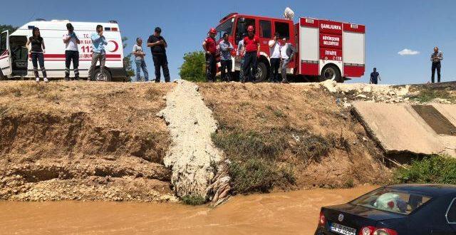 Şanlıurfa'da bir otomobil tahliye kanalına uçtu