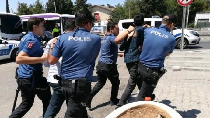 Şanlıurfa'da Elektrik kesintisini protesto eden çiftçilere gözaltı