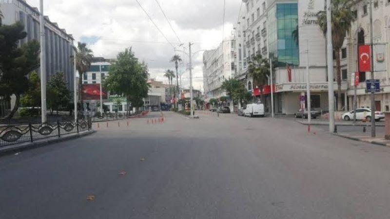Şanlıurfa'da hafta sonu sokaklar ve caddeler boş kaldı