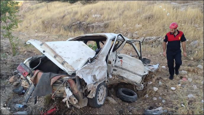 Şanlıurfa'da Otomobil Önce bariyerlere, sonra minibüse çarptı:2 yaralı-(VİDEO)