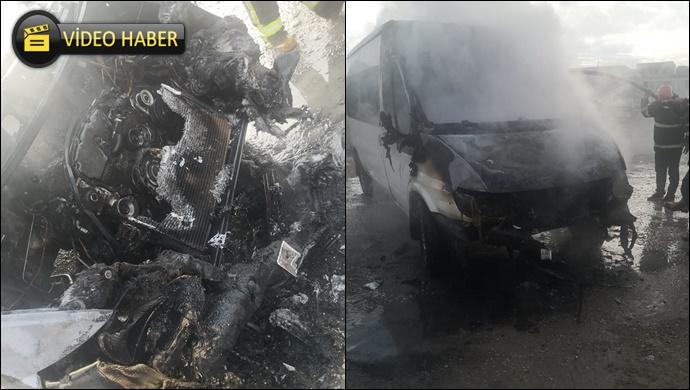 Şanlıurfa'da park halindeki minibüs yandı! İtfaiye müdahale etti