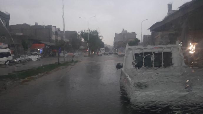Şanlıurfa'da etkili olan yağış sele neden oldu