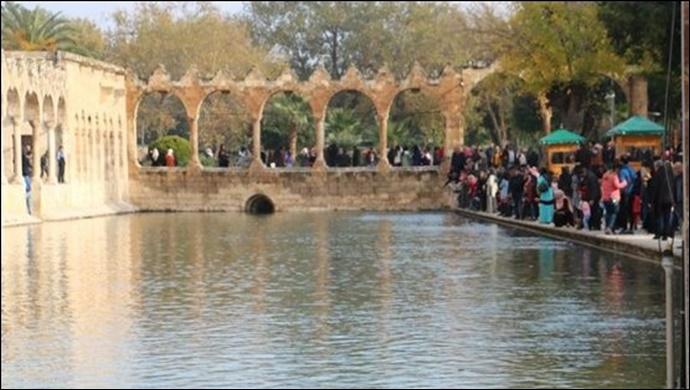 Şanlıurfa'da YKS öncesi Öğrenciler Balıklıgöl'e akın etti!