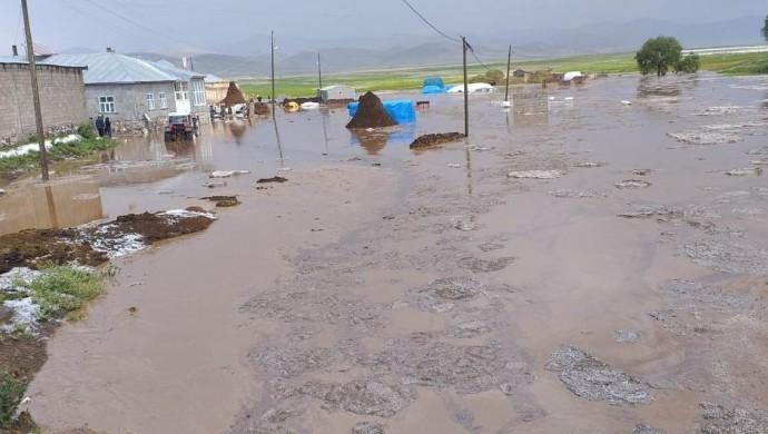 Serhat'ta sel baskını: Hayvanlar öldü, ahırlar yıkıldı