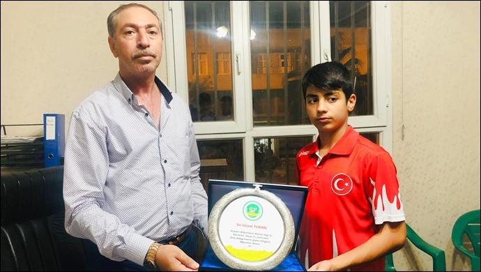 Şeyhanlılar Federasyonu'ndan Turan'a plaket-(VİDEO)