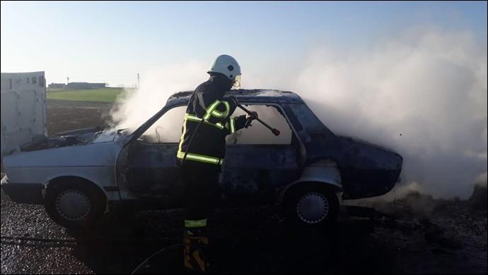 Seyir halindeki otomobilde yangın! İtfaiye müdahale etti