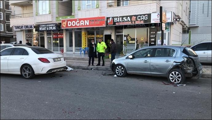 Seyrantepe'de 2 araç çarpıştı:1 kişi yaralandı