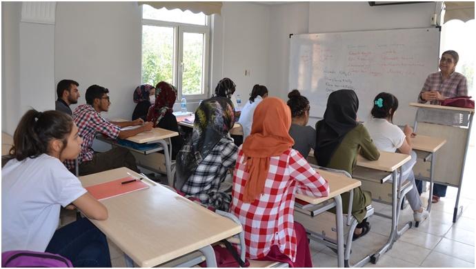Siverek Belediyesi gençleri üniversite hedeflerine hazırlıyor