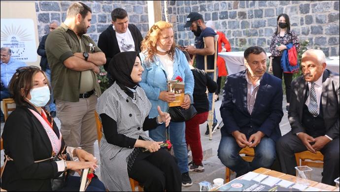 Siverek Belediyesi yazar ve şairleri halka buluşturmaya başladı