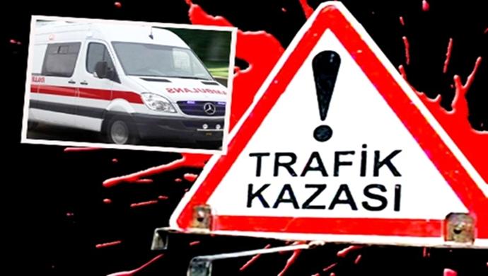 Siverek'te hafif ticari araç, TIR'a arkadan çarptı:3 kişi yaralandı