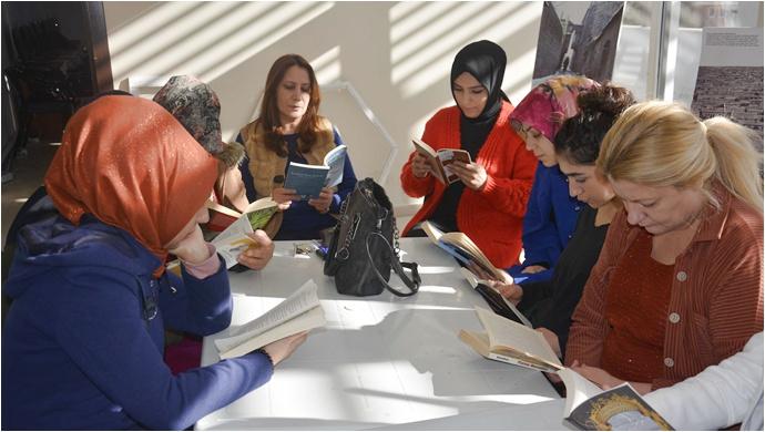 Siverek'te Kadın Aile Hizmetleri biriminde kitap okuma etkinliği