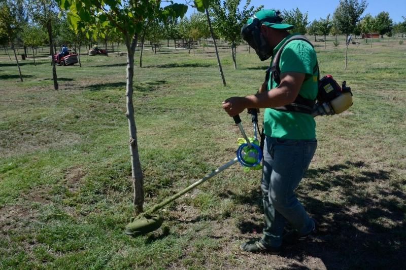Siverek'te parklarda bakım onarım çalışmaları sürüyor