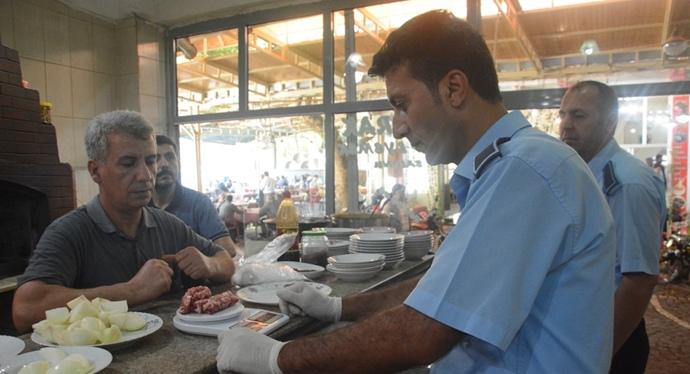 Siverek'te zabıta lokantaları denetledi