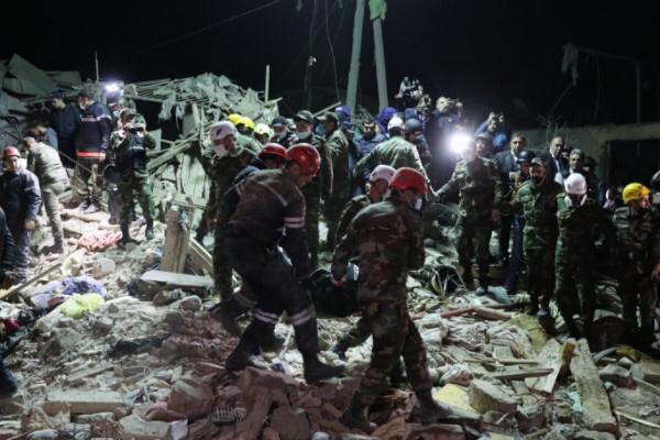 Şu ana kadar 52 kişi hayatını kaybetti ve 13 kişi de en kaz altından çıkarıldı