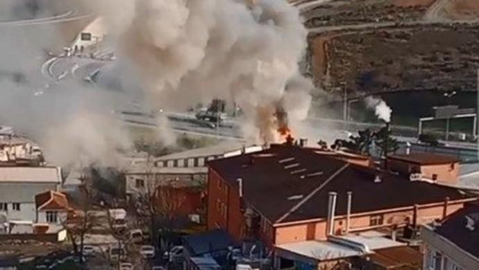 Sultangazi'de kumaş fabrikasında yangın