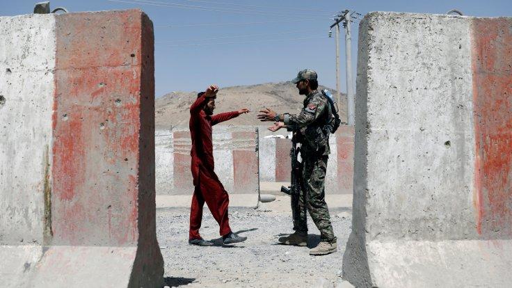 Taliban askeri üsse saldırdı: 44 ölü