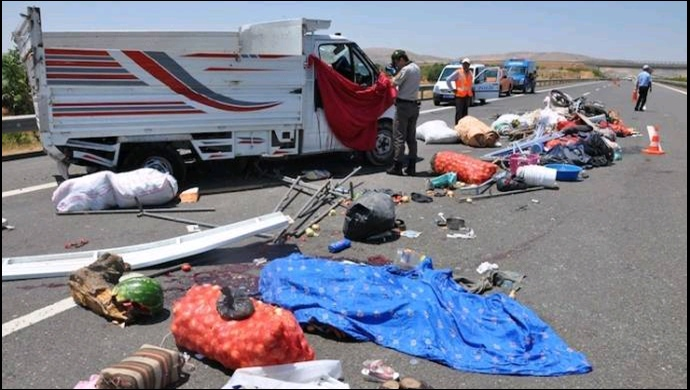 Tarım işçilerini taşıyan otobüs devrildi: 31 yaralı