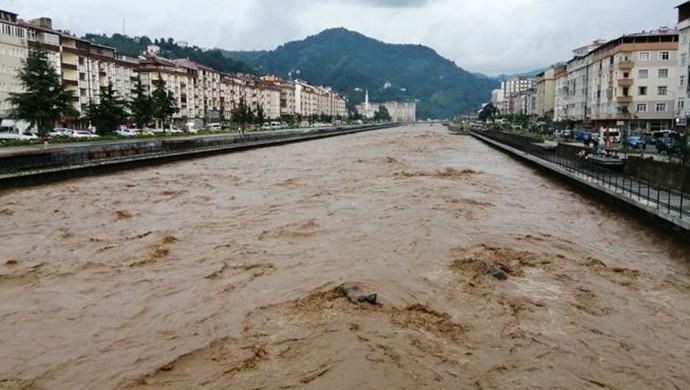 Trabzon'daki selde bir kişi hayatını kaybetti